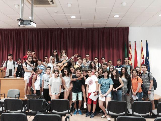 Concert del cantautor Emiliano Valdeolivas pels alumnes de 1r i 3r de la ESO.