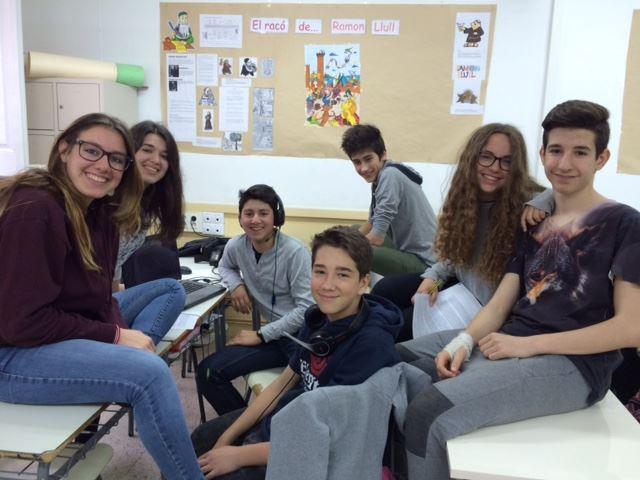 Els alumnes de 3r d'ESO presenten Ramon Llull a la resta de l'escola